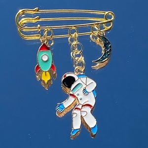 Super cute Astronaut Pin Brooch